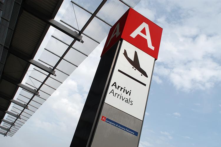 Aeroporto Urbino : Aeroporto falconaraonline
