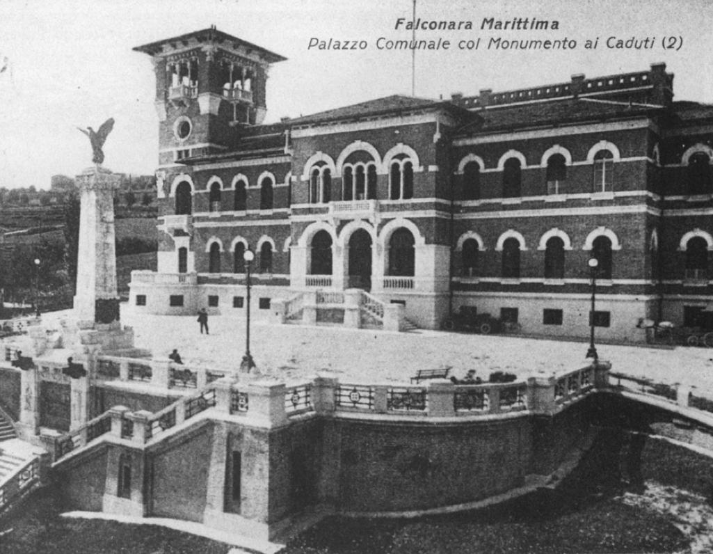 Palazzo Comunale e monumento ai Caduti, 1927.