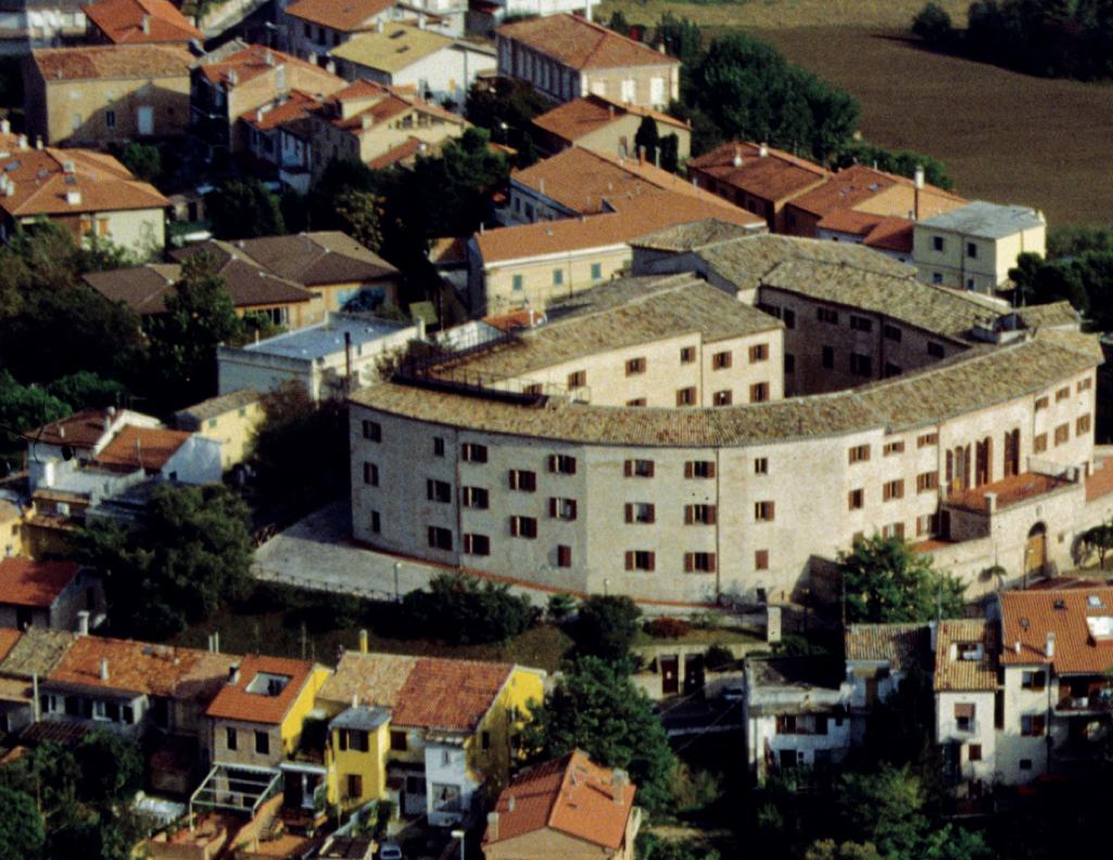 Veduta aerea del castello di Falconara Alta, dopo i restauri.